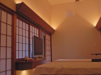 落ち着いた雰囲気の寝室になりました。